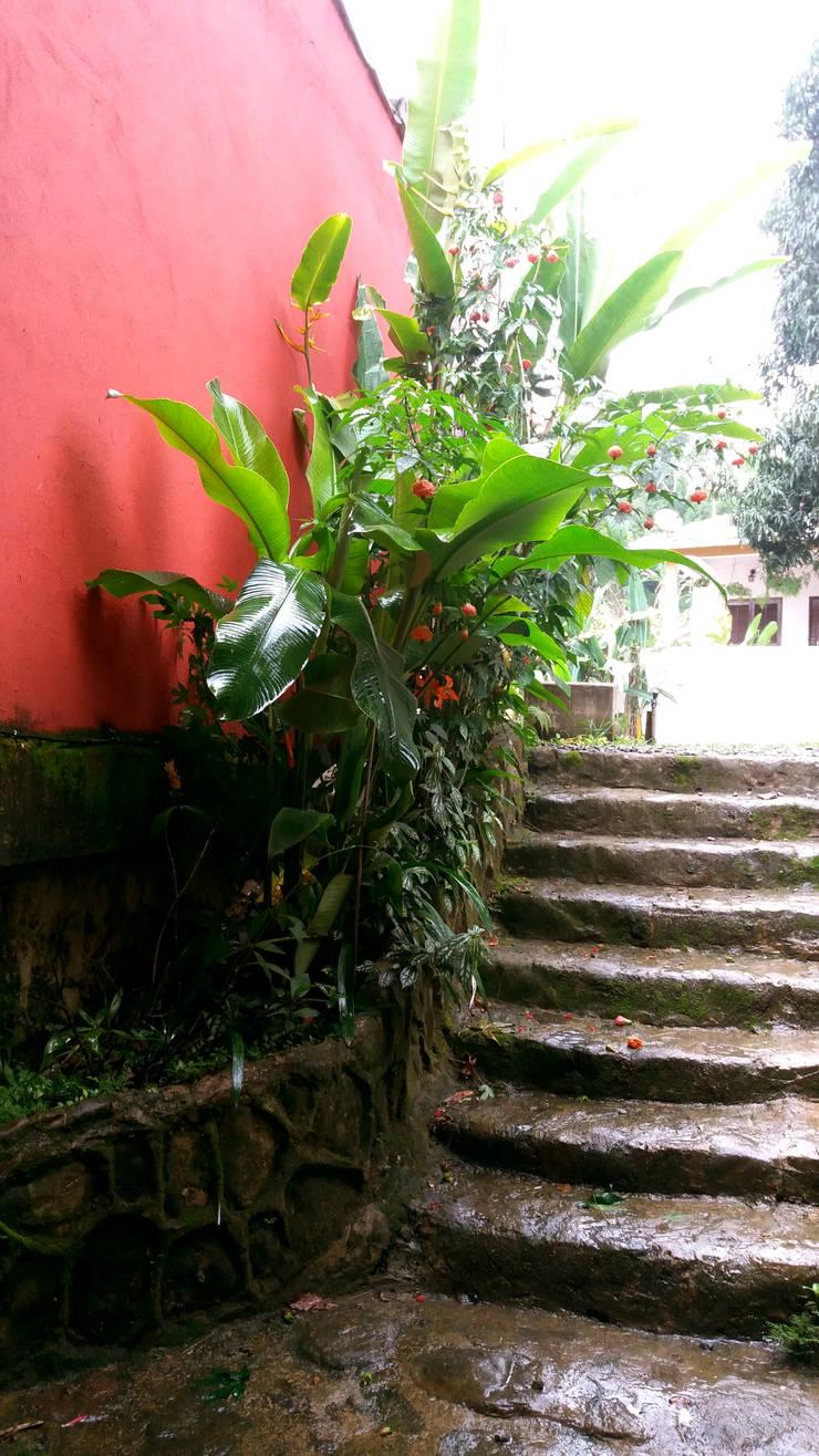 Stairs by Oria Arquitetura & Construções
