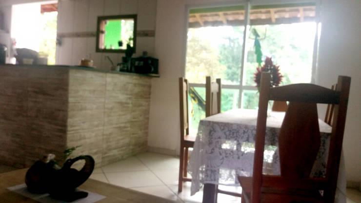 Dining room by Oria Arquitetura & Construções