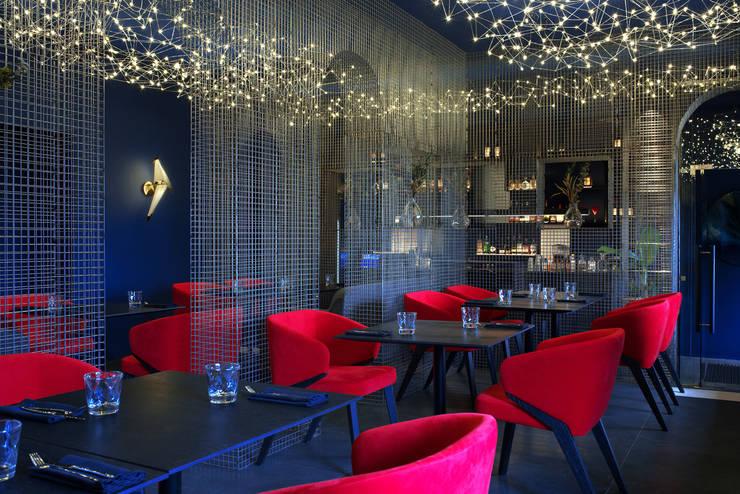 Too Chi Gastrobar: Gastronomía de estilo  por A-Z architects,