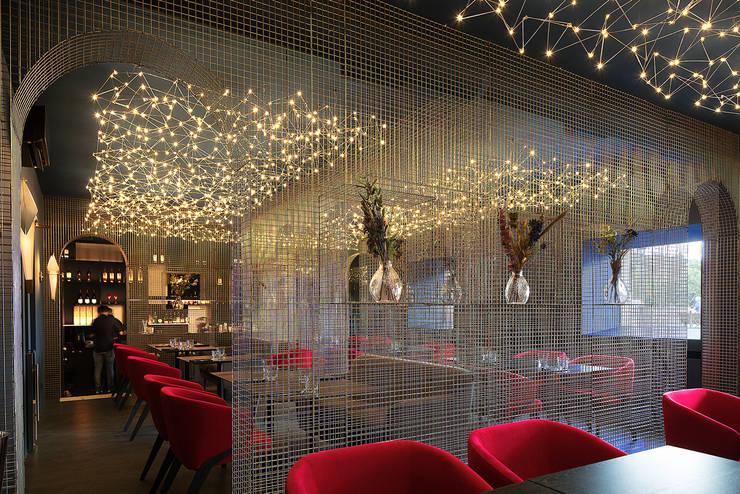 Too Chi Gastrobar: Bares y Clubs de estilo  por A-Z architects,