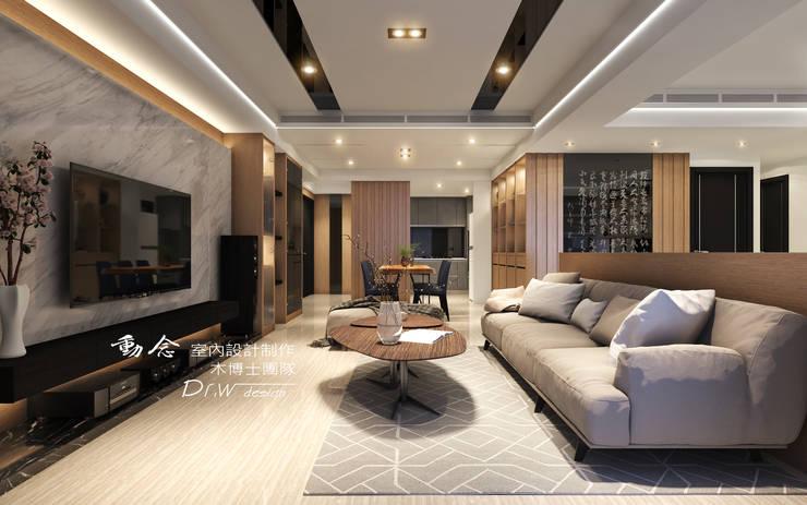 玄關/客廳/歐式系統家俱/低調極簡的現代禪風:  客廳 by 木博士團隊/動念室內設計制作