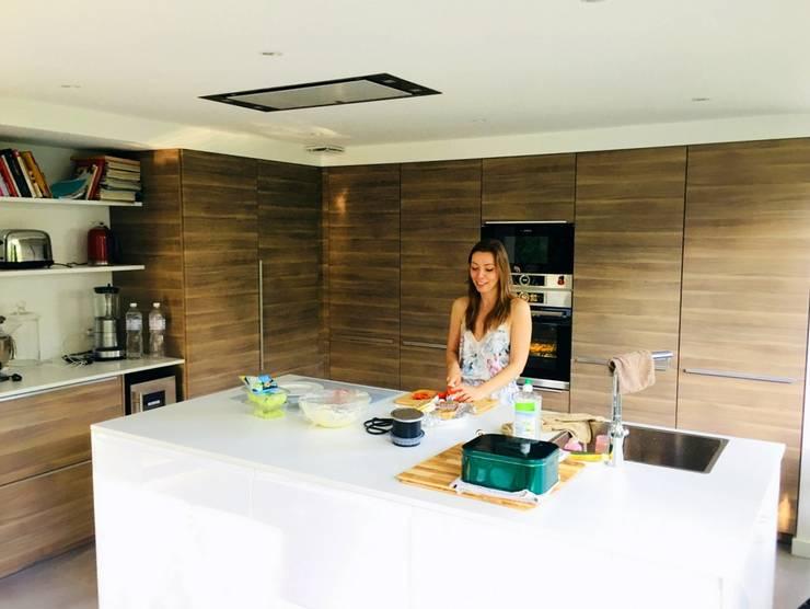 Maison M07: Cuisine intégrée de style  par 3B Architecture