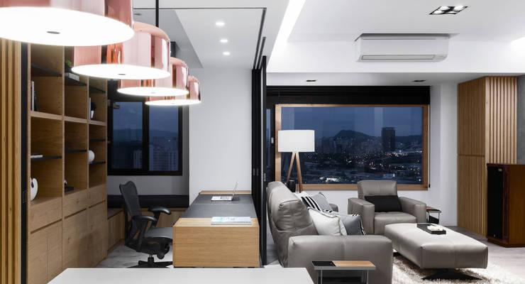 軸線:  書房/辦公室 by 京彩室內設計裝修工程公司