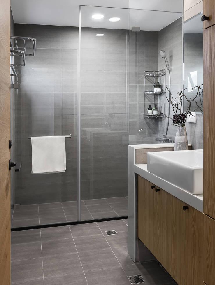 軸線:  浴室 by 京彩室內設計裝修工程公司