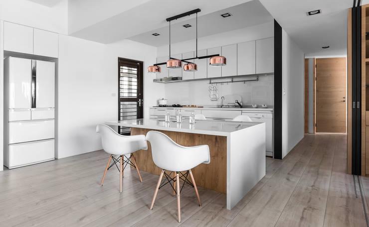 軸線:  廚房 by 京彩室內設計裝修工程公司