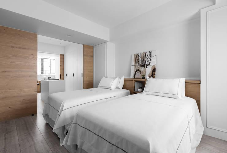軸線:  臥室 by 京彩室內設計裝修工程公司