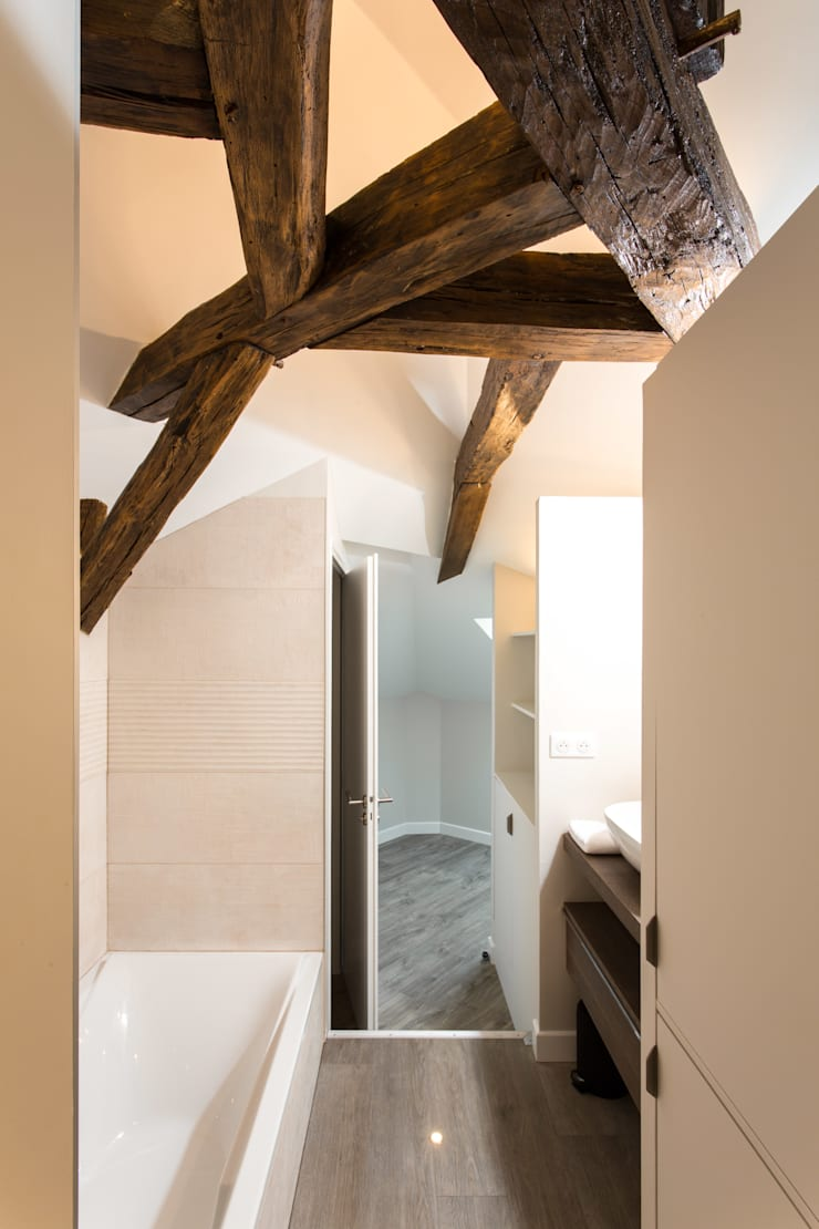 Bathroom by MadaM Architecture, Modern