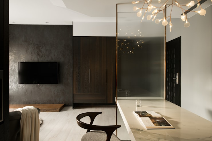 靜謐:  客廳 by 京彩室內設計裝修工程公司