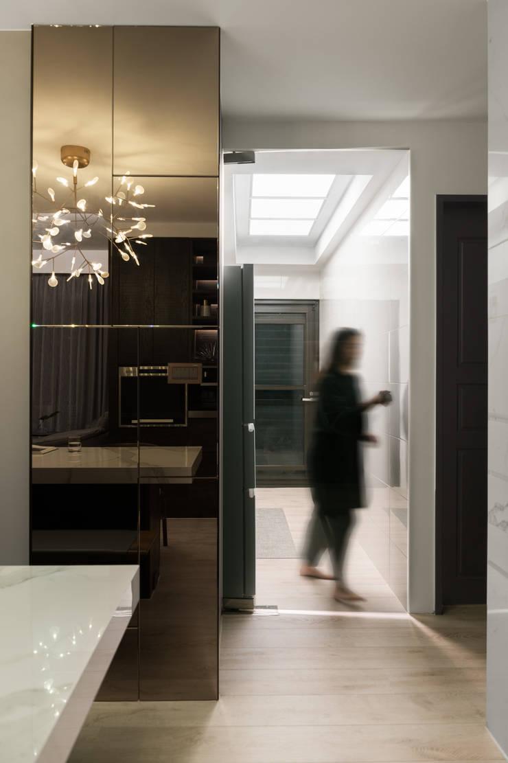 靜謐:  廚房 by 京彩室內設計裝修工程公司
