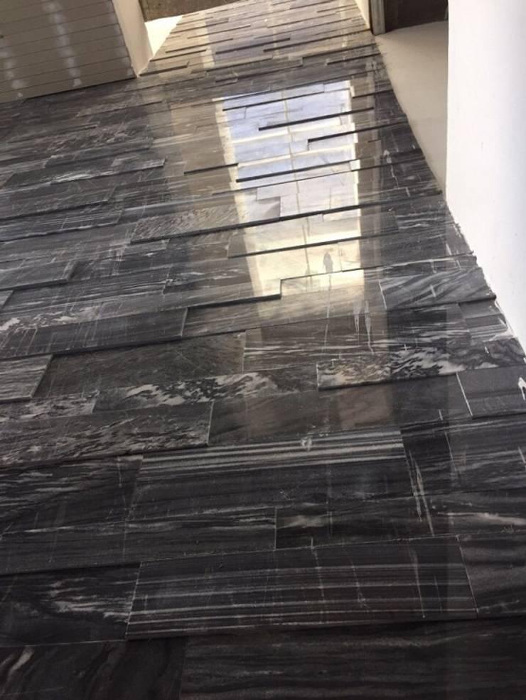 Đá sọc dưa ốp điểm nhấn ô thông tầng phòng khách:  Tường by CÔNG TY TNHH TM & DV HUY GIA THỊNH