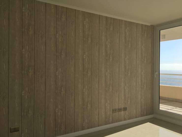 Tipo Maderas: Paredes y pisos de estilo  por R-Innovare / Diseño de interiores y Arquitectura / Santiago y Viña del mar