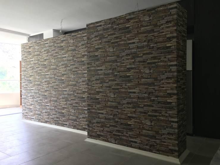 Tipo Piedras: Paredes y pisos de estilo rústico por R-Innovare