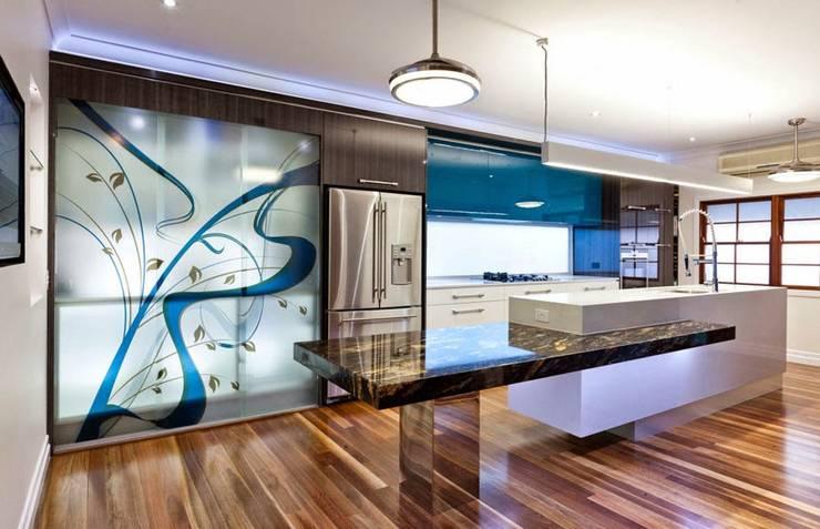 Cocina minimalista: Cocinas equipadas de estilo  por Diseño & Estilo,