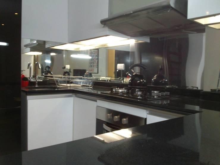 Einbauküche von RW arquitectos SAC