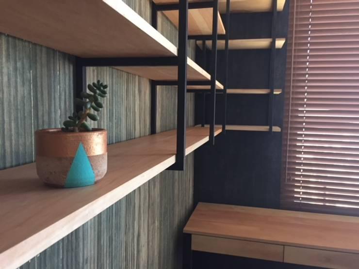 Repisa: Salas de estilo  por R-Innovare