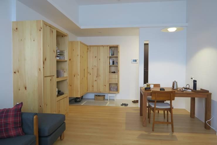 我要的只是很簡單:  客廳 by 迷藏設計