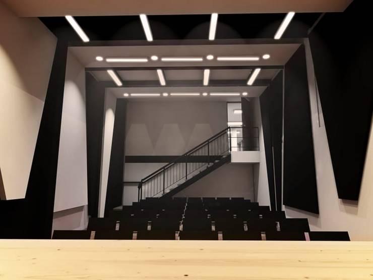 Auditorio - Entrada segundo piso (Propuesta): Salas de estilo  por Plano 13, Minimalista