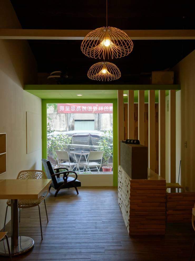 入口場景:  餐廳 by 鄒迷藏設計|人衣人兒工作室