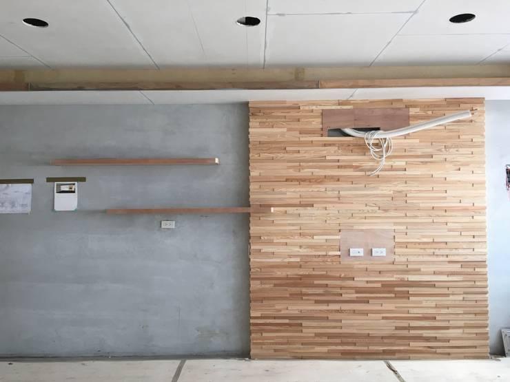 電視主牆:  臥室 by 鄒迷藏設計|人衣人兒工作室