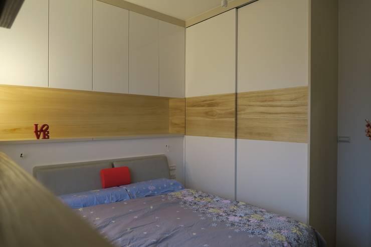 隱藏收納:  臥室 by 迷藏設計