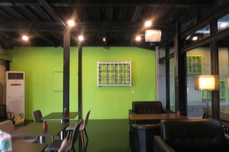 白窗花綠牆面:  餐廳 by 鄒迷藏設計|人衣人兒工作室
