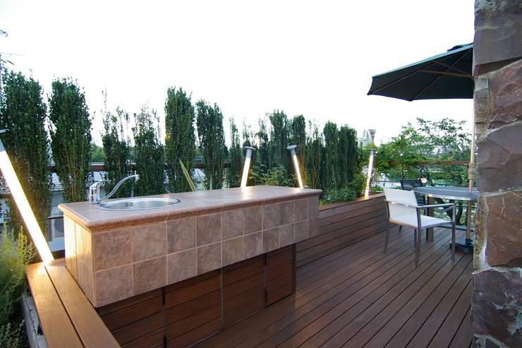 屋上: Sデザイン設計一級建築士事務所が手掛けたテラス・ベランダです。