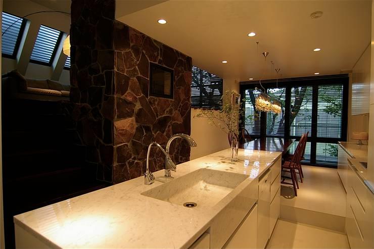 キッチン: Sデザイン設計一級建築士事務所が手掛けたキッチンです。