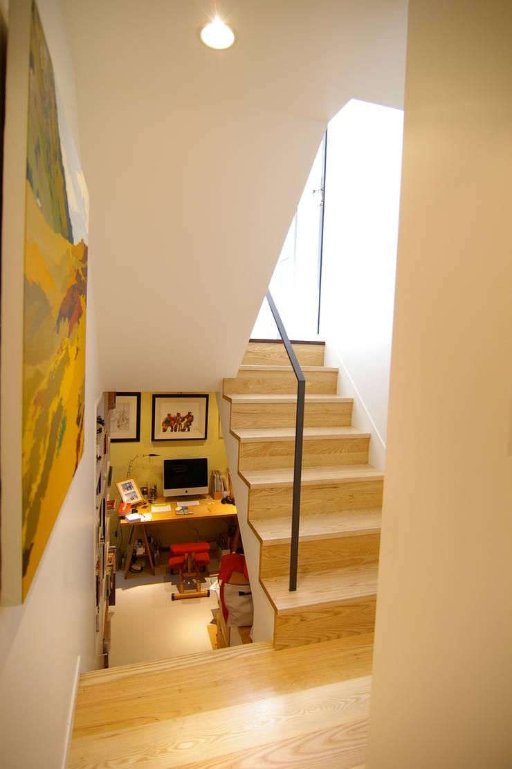 書斎: Sデザイン設計一級建築士事務所が手掛けた書斎です。