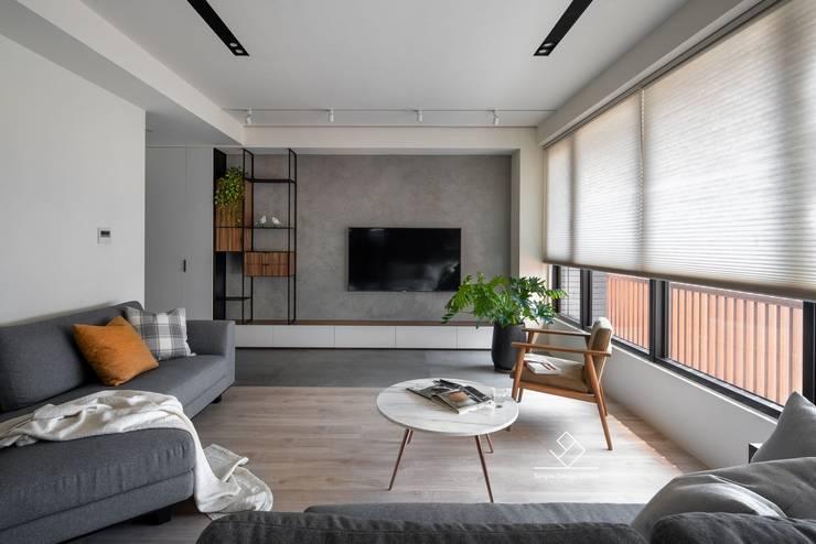 電視主牆:  客廳 by 極簡室內設計 Simple Design Studio