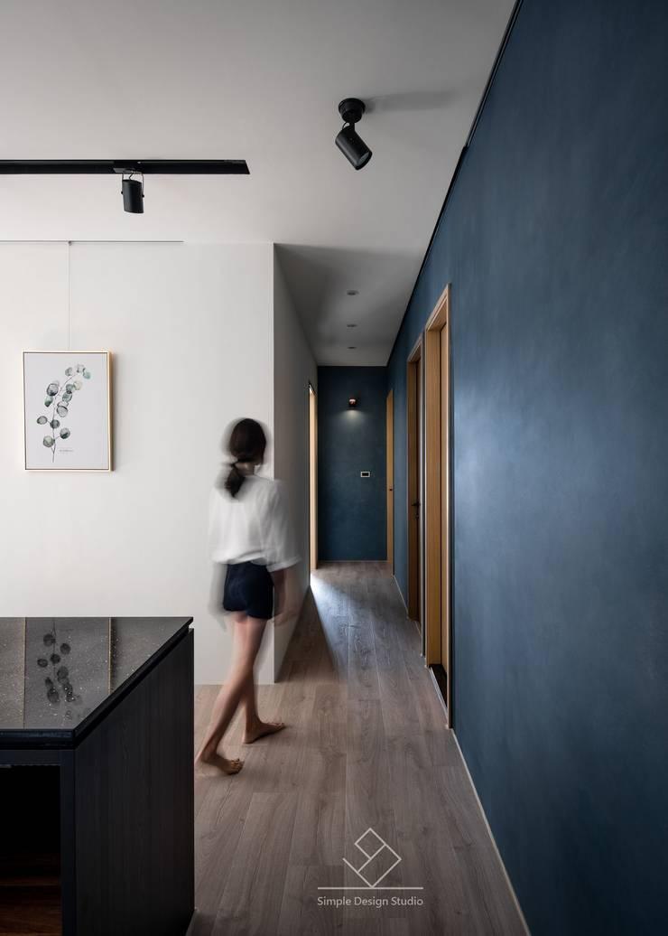 走道:  走廊 & 玄關 by 極簡室內設計 Simple Design Studio