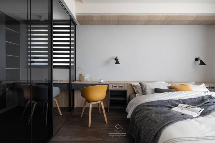 主臥室:  臥室 by 極簡室內設計 Simple Design Studio