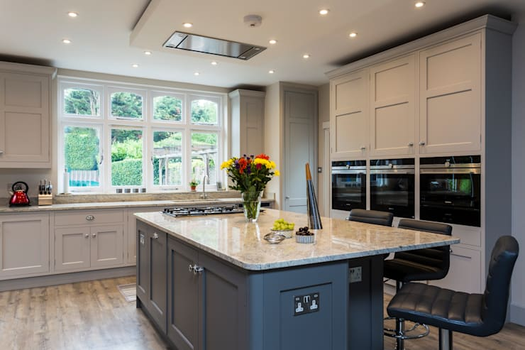 Fabulous hand made kitchen by John Ladbury and Company by John Ladbury and Company Classic Wood Wood effect