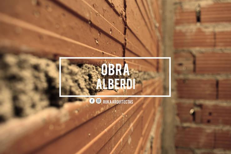 ALBERDI: Casas de estilo  por RUKA arquitectas