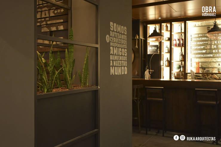 RODRIGUEZ: Casas de estilo  por RUKA arquitectas
