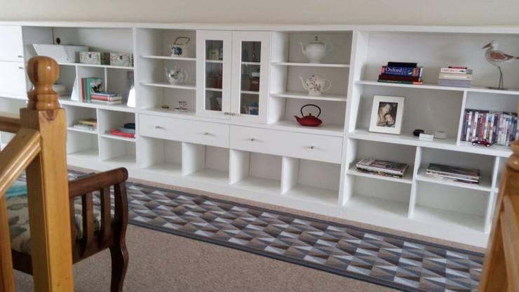 Biblioteca blanca: Estudio de estilo  por Quo Design - Diseño de muebles a medida - Puerto Montt