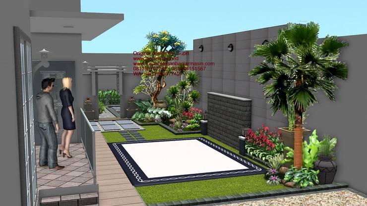 Taman rumah tinggal:  Garden  by TUKANG TAMAN SURABAYA - jasataman.co.id