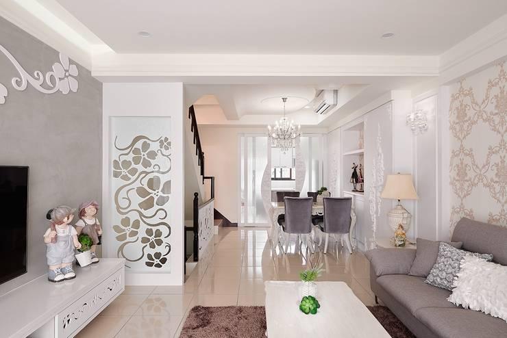 最美的風景... 是家:  餐廳 by 趙玲室內設計