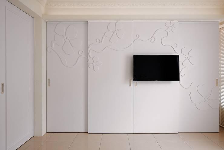 擁花美居 幸福的花園秘境:  牆面 by 趙玲室內設計