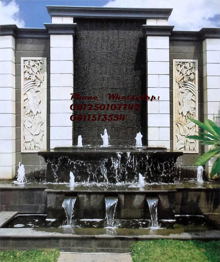 Spesialis jasa pembuatan Air mancur / water wall dan kolam hias koi  :  Walls & flooring by TUKANG TAMAN SURABAYA - jasataman.co.id