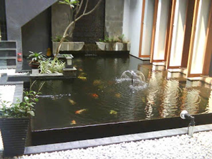 Spesialis jasa pembuatan Air mancur / water wall dan kolam hias koi part V:  Walls & flooring by TUKANG TAMAN SURABAYA - jasataman.co.id