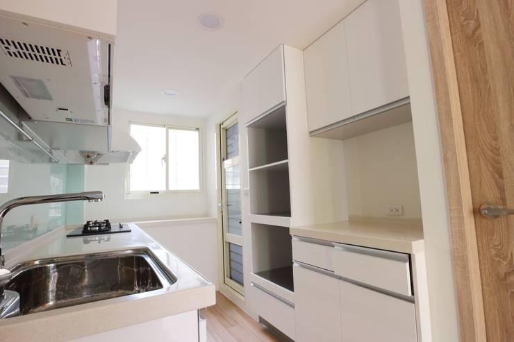 Kitchen by 青築制作, Scandinavian