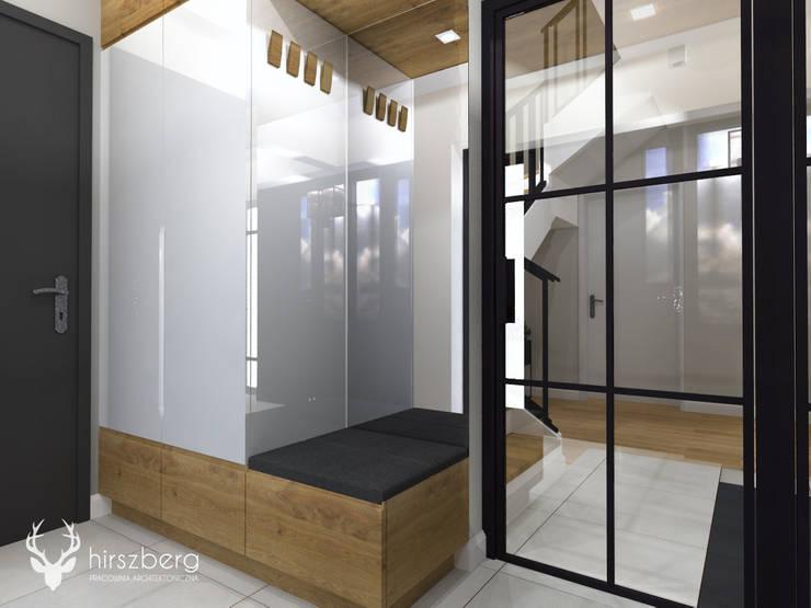 Couloir et hall d'entrée de style  par ANNA HIRSZBERG 'HIRSZBERG' PRACOWNIA ARCHITEKTONICZNA,