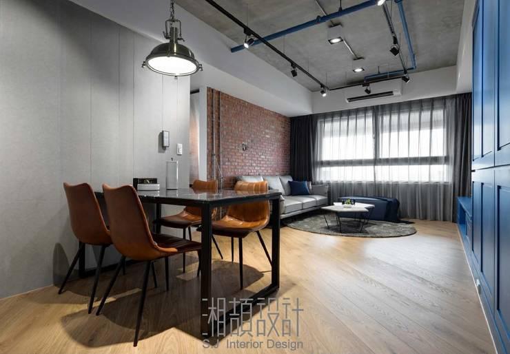 開放式餐廳與客廳空間:  餐廳 by 湘頡設計