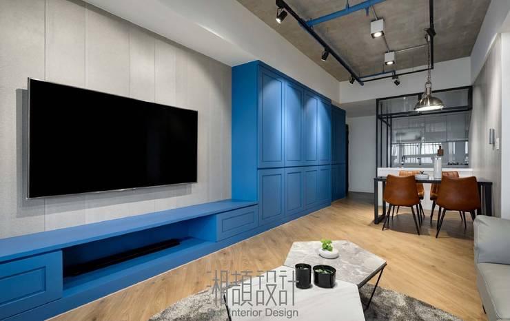 傾斜木地板使公領域更加有其空間個性:  地板 by 湘頡設計