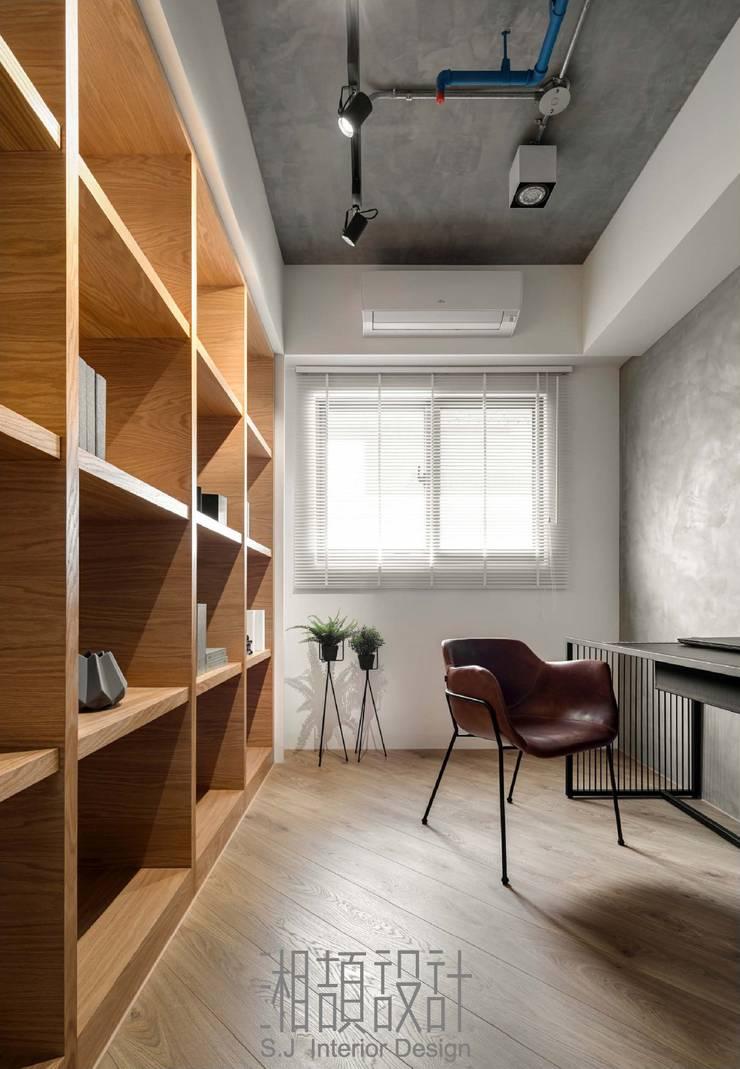 書房兼用客房:  書房/辦公室 by 湘頡設計