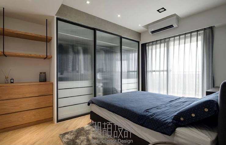 工業風粗曠氣息的主臥室:  臥室 by 湘頡設計