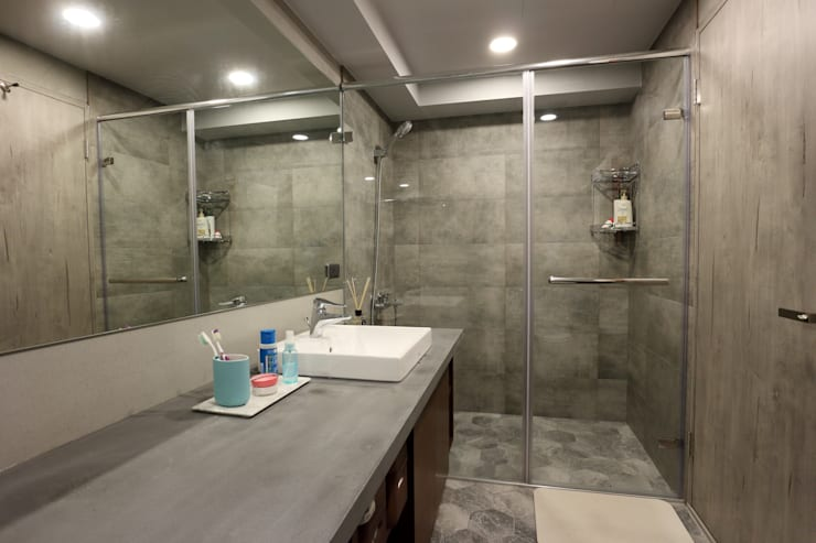 不拖泥帶水的寧靜感住所:  浴室 by 青築制作
