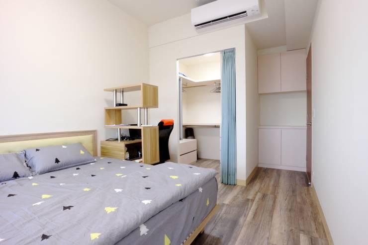 Dormitorios de estilo  por 青築制作, Escandinavo