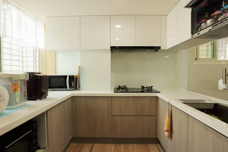 光線充足的北歐空氣宅:  廚房 by 青築制作