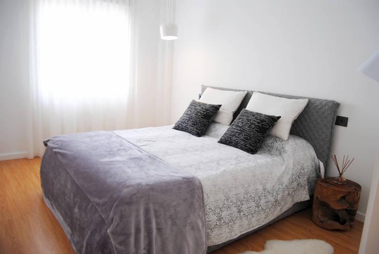 Dormitorio principal : Dormitorios de estilo  de Loft 26